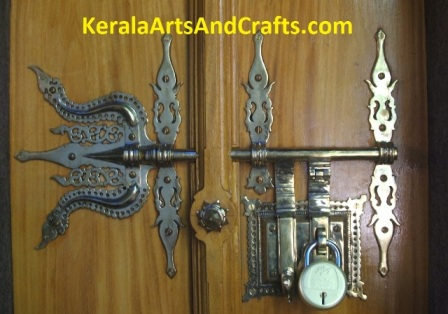 What is Manichithrathazhu Locks?